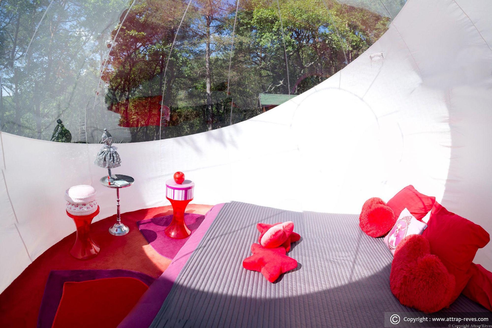 dormir dans une bulle attrap 39 r ves montagnac montpezat pour une nuit insolite en couple. Black Bedroom Furniture Sets. Home Design Ideas